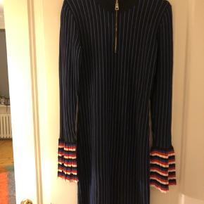 Smuk Emilio Pucci kjole i perfekt stand. Aldrig brugt. Str medium. Fast pris.