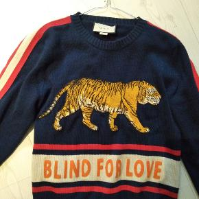 Gucci Blind for love sweater i størrelse medium.   Virkelig god stand.   Nypris var 8700 kr. og blev købt på Farfetch.COM