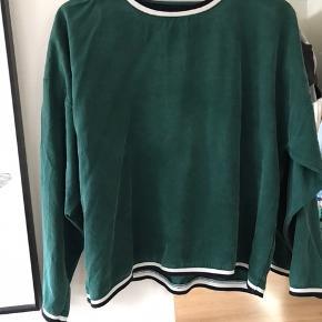 Sælger denne bluse fra Ganni. Kun brugt en gang, derfor fremstår den som ny. Str small