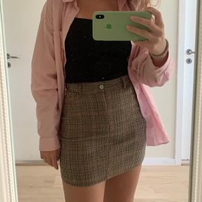 En Nice ternet nederdel fra Brandy melville købt i Italien i perfekt stand. Kom med bud ved interesse🤎