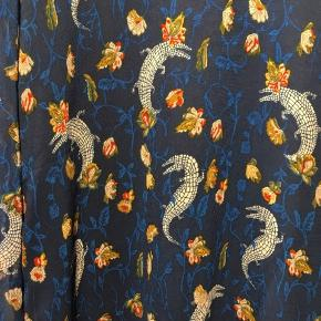 Dejlig kjole ! Kan bruges som tunika!  Lækkert stof - gennem sigtige ærmer! 😍