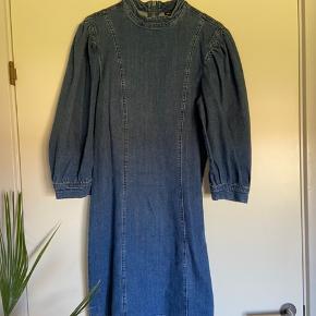 Mega smuk kjole fra vero moda, minder meget om ganni