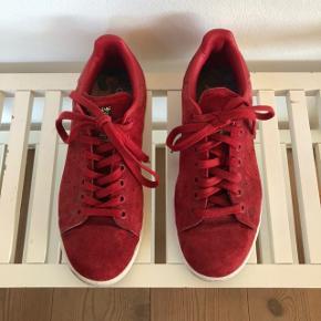 Adidas Stan Smith x Rita Ora sneakers. Brugt men i fin stand. En ruskindsbørste og så står de rigtig fint.
