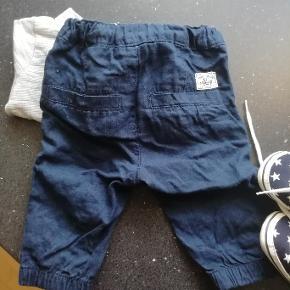 Til begge køn, str 56. Bukser og cardigan og sko sælges som sæt til 75 kr,- aldrig brugt kun vasket. der er to cardigan fra Minipop str 56 - 62 2 stk fra Fixoni str 50.