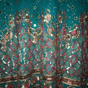 Sælger min pakistanske fest kjole. Skriv for mere info.  BYD gerne men ikke mindre end 150kr