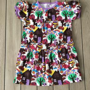 Super sød økologisk kjole fra Ej Sikke Lej str. 98 med Skovens dyr. Den er kun vasket, og aldrig blevet brugt, så står som ny.
