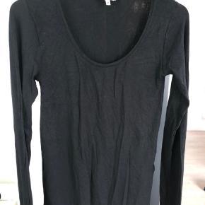 Sort klassisk langærmet tshirt fra MbyM. Brugt og vasket en gang #30dayssellout