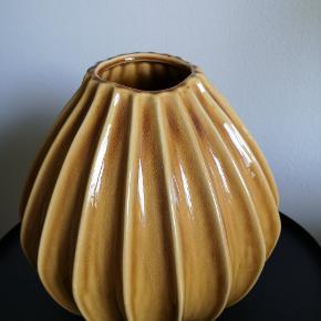 Broste Wide vase str. L  Ø 30. H 30.  NYPRIS: 500-700