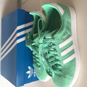 Brand: Adidas Campus Varetype: Adidas sneaks Farve: Grøn Oprindelig købspris: 799 kr.  Bytter ikke Handler gerne via mobile pay Normale i str