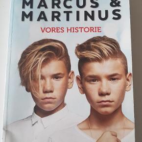 Marcus og Martinus. Vores verden.  Har fået et stød nederst på bogens ryg. Fra røgfrit hjem.  Kan sendes med GLS til pakkeshop.  Befinder sig i Stige, Odense N.