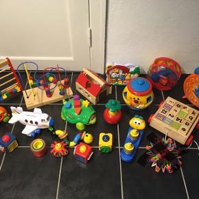 STOR samling af legetøj til baby/tumling.Det meste er nyt eller næsten som nyt.  Mærker: Kids-Wood, Fischer Price, Play2learn m.fl.  Samlet MP 500 kr.  8963 Auning - slået op flere steder