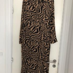 Lækker oversize kjole fra Ganni
