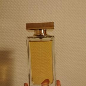 Dolce Gabanna the one parfume 100 ml. Den er aldrig brugt, og sælges da jeg ikke får den brugt.