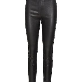 Fede læder leggings, 2 jeanslommer bagpå. Str 36 Ny pris 3000,-