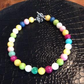 Superflot halskæde af de flotteste jadeperler i skønne farver 🌺🌺🌺 med flot sølv lås / Ny 🌺🌺🌺 mp 100🌲ca. 40 - 42 cm🌲