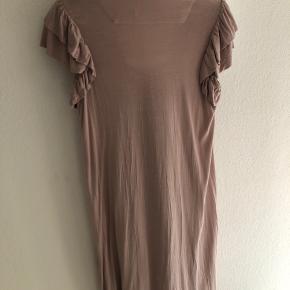 Rigtig fin kjole fra Baum und Pferdgarten. Farven vil jeg kalde gammel rosa, rigtig fin.