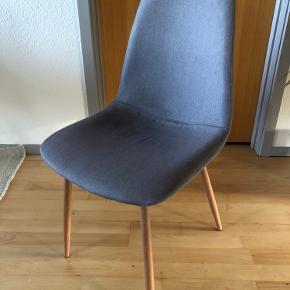 3 stole fra JYSK.  Prisen er for alle tre.