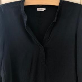 Lang sort skjorte  Brugt få gange