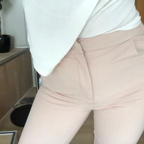Peach farvet bukser fra VERO MODA 💝 brugt kun én gang - fejler intet og er mega behagelig at have på 💝