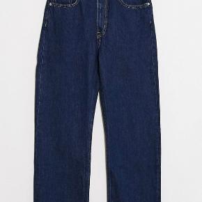 Sælger disse weekday jeans, som jeg modtog sidste uge.  De er en størrelse 36, men de er lidt for store til mig, så derfor vælger jeg at sælge dem. De er kun brugt en enkelt gang De kostede 400kr Sælges til 300kr ekskl fragt med dao