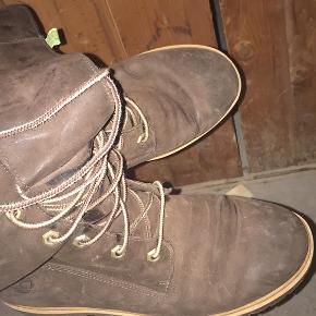 Disse sko sælges og kan afhentes af køber på Nørrebro. Køber er velkommen til at komme og kigge på skoene. Kkvitteringen haves ikke længere.