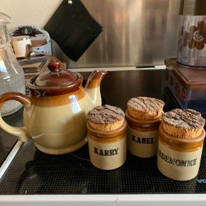RETRO te kande samt 3 krydderi krukker med kork låg   Samlet 100kr  Er i Randers pt   Til salg på flere sider