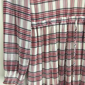 Super flot kjole, brugt få gange. Kjolen sælges uden bindebånd ved halsen. Kan også bruges af en str. S.