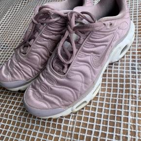 Sælger mine fine lyselilla Nike Tn 💜 Få tegn på slid, bare brug for en lille vask🧼🚿 kom med bud💜