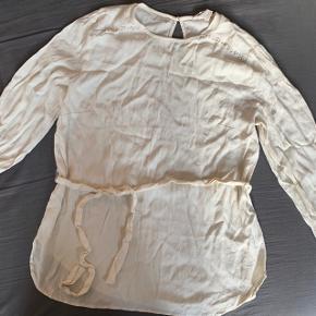 Fin trøje, trænger til en strygning, ellers i god stand.