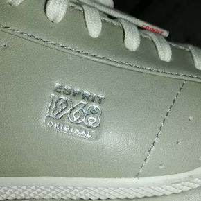 Fine grå sneakers fra Esprit 1968 Original i str 38, skoen har været på en enkelt gang og er som ny.