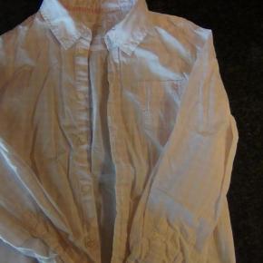 Brand: HogMVaretype: pigeskjorte Farve: babylyserød  fin skjorte i en flot babylyserød farve.  Kun brugt ganske få gange. Fra røgfrit hjem. Byd.....