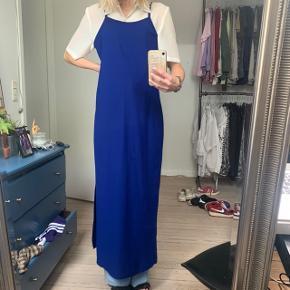 Lang kjole, sælges da den er en smule for stor til mig
