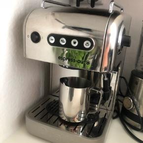 UBRUGT - Dualit kaffemaskine 3 i en (kapsler, puder, kaffe) - ubrugt, som i ikke brugt en eneste gang... aldrig været vand i.  Købspris var 4200kr. Alt tilbehør følger med.  Bytter ikke - Sender gerne