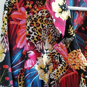 Vero moda slåom kjole i str xs, men kan også passes af en str s. Den er kun vasket, aldrig brugt.