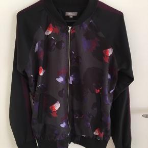 Bomber jakke fra Ofelia str. S sælges for 75 kr