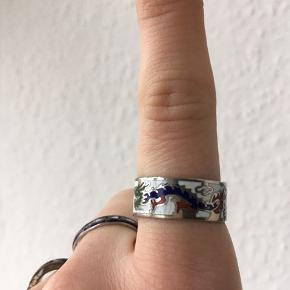 Ringe: Tynd blå - 35kr Antik vintage retro dragering - 150kr Rustet ring - 5kr
