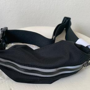 Urban Outfitters bæltetaske