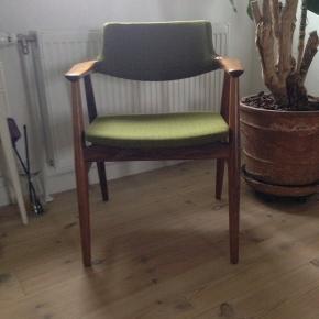 Erik Kirkegaard savbukke stol i palisander. Er som ny, uden brugsspor overhoved. I original stand.