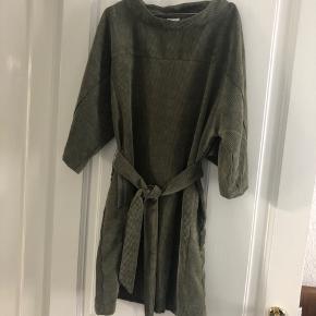Style: Parcelona kimono dress.