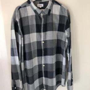 Skjorte fra weekday. Super god kvalitet. Nypris 350kr