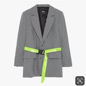 Den populære blazer jakke fra Zara med neon bælte