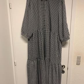 Sælger denne fede kjole fra Veromoda i str  XL. Brugt 2 gange.    Perfekt hvis man smider en strik udover se det sidste ( strikken kommer til salg i andet opslag herinde.  ( køberen betaler portoen)