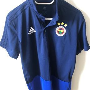 Adidas fenerbahce t-shirt aldrig brugt står som ny fejler intet