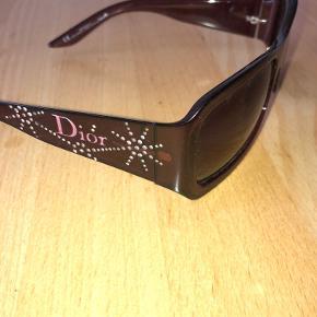 De fede solbriller med diva detaljer