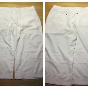 Hvide knickers fra Adidas str. 44 Livvidde 92 cm Indv. benlængde 48 cm Aldrig brugt Pris 80,- pp