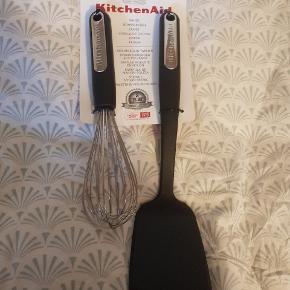 Muffinbageform og køkken redskaber. Aldrig brugt.