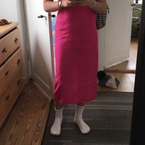Sælger denne H&M Studio slip dress, da jeg desværre ikke får den brugt nok  Den er brugt få gange og fejler ikke noget