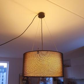 Loftslampe i sort.