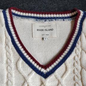 Tennis pullover fra River Island  Striktrøje i str large  Stadig helt som ny.