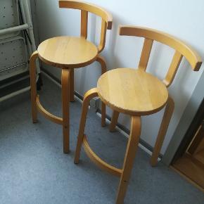 To retro høje stole/taburetter til børn sælges for 200 kr stykket. Afhentning på Vesterbro 🌼